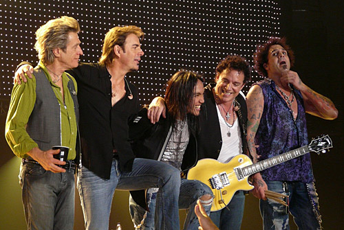 Legendary rock band Journey on stage with Lectrosonics